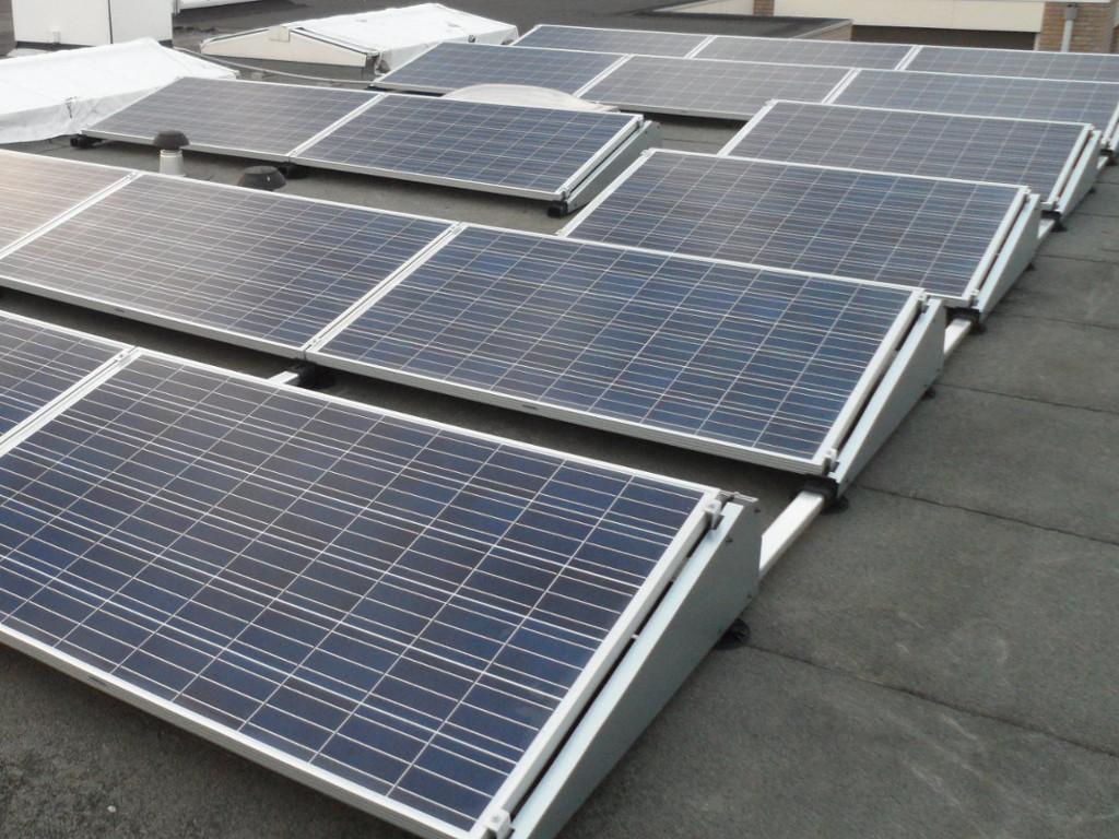 Zonnepanelen op plat dak energieanders